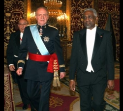 Don Juan Carlos con el Embajdor de Antigua y Barbuda