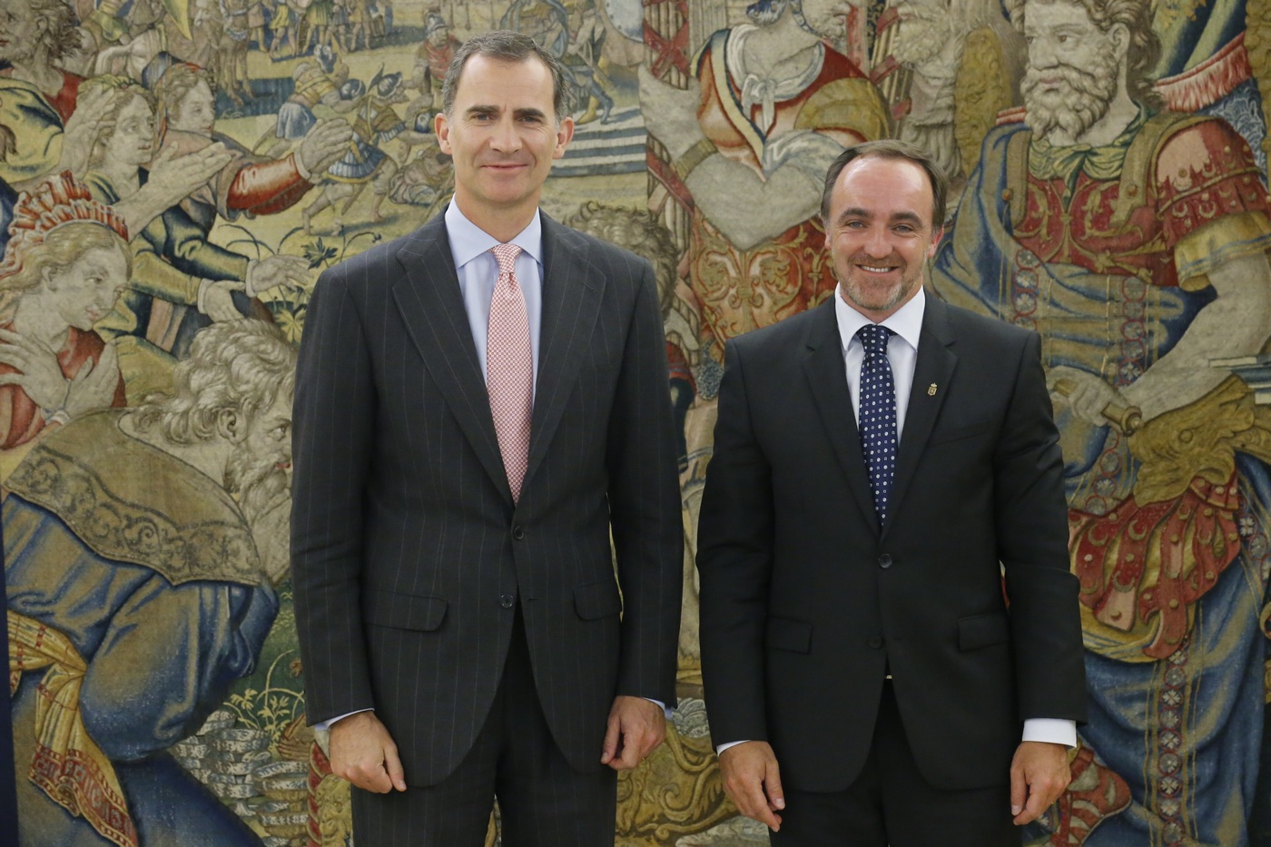 ¿Cuánto mide Pablo Casado?  - Estatura real: 1,77 - Página 10 Rey_consultas_upn_20160726_02