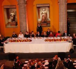 Mesa presidencial de la cena ofrecida con motivo del Official World Cancer Leaders' Summit