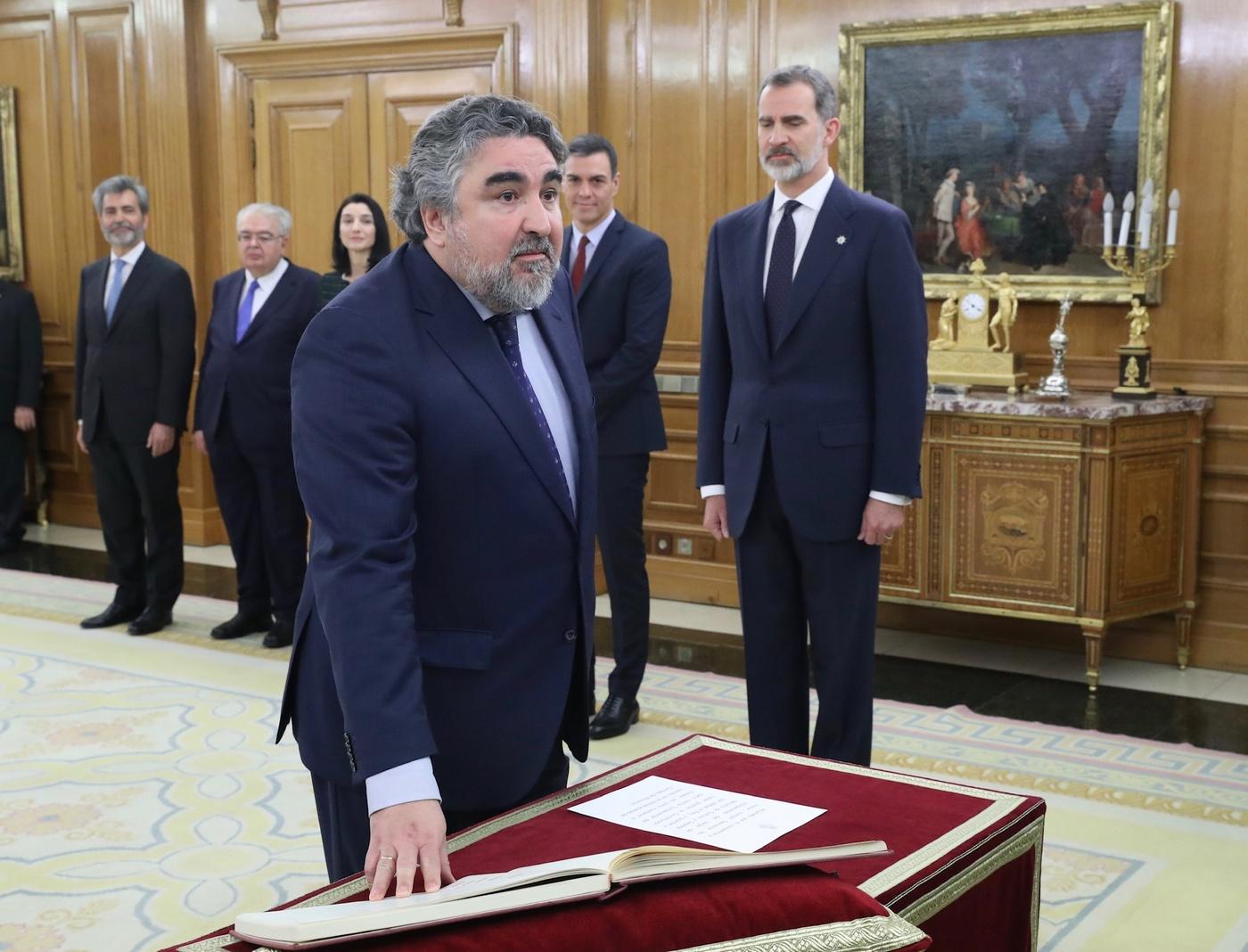 https://www.casareal.es/sitios/ListasAux/Galeras/20200113-PROMESA_DE_LOS_MINISTROS_DEL_N-ES-230187/rey_promesa_ministros_20200113_17.jpg