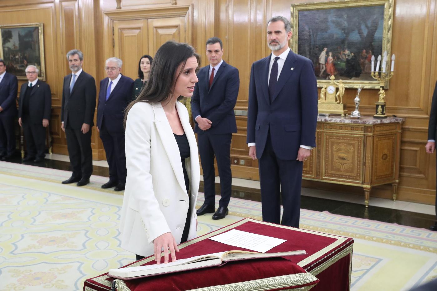 https://www.casareal.es/sitios/ListasAux/Galeras/20200113-PROMESA_DE_LOS_MINISTROS_DEL_N-ES-230187/rey_promesa_ministros_20200113_19.5.jpg