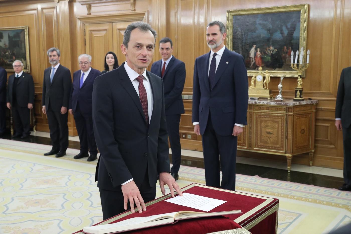 https://www.casareal.es/sitios/ListasAux/Galeras/20200113-PROMESA_DE_LOS_MINISTROS_DEL_N-ES-230187/rey_promesa_ministros_20200113_19.jpg