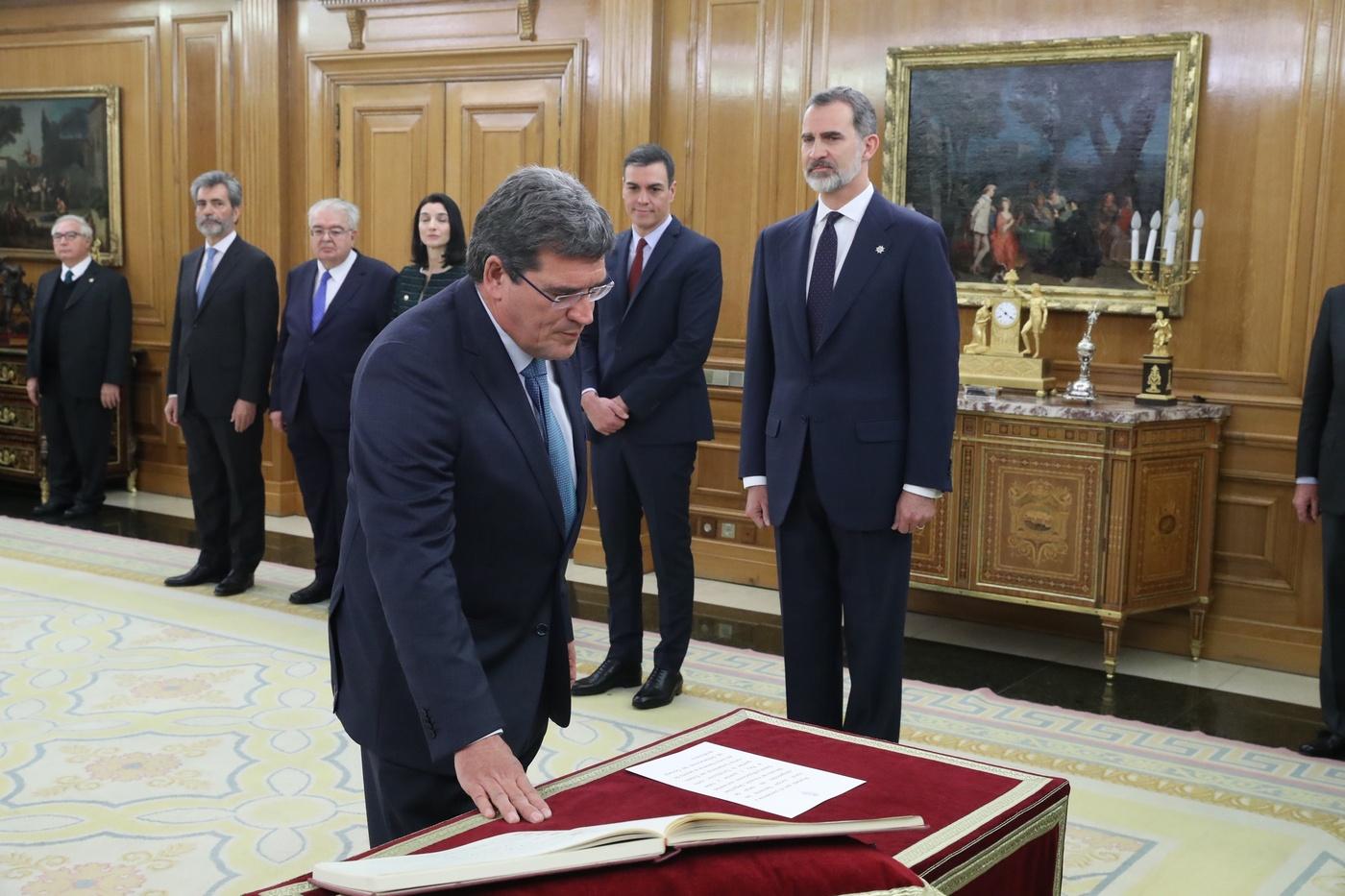 https://www.casareal.es/sitios/ListasAux/Galeras/20200113-PROMESA_DE_LOS_MINISTROS_DEL_N-ES-230187/rey_promesa_ministros_20200113_21.jpg