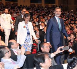 Don Felipe accede al auditorio