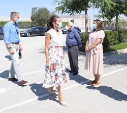 """Sus Majestades los Reyes a su llegada a la Cooperativa de frutas """"La Carrichosa"""""""