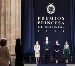 Sus Majestades los Reyes y Sus Altezas Reales, la Princesa de Asturias y la Infanta Doña Sofía