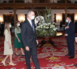 Sus Majestades los Reyes y Sus Altezas Reales fueron recibidos por el presidente del Principado de Asturias acompañado de diversas personalidades