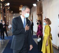 Don Felipe recibe el saludo de Doña Pilar LLop, Presidenta del Senado
