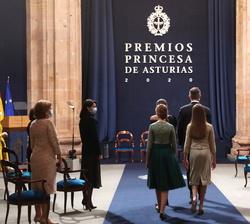 Sus Majestades los Reyes y Sus Altezas Reales en la Ceremonia de entrega de los Premios Princesa de Asturias 2020