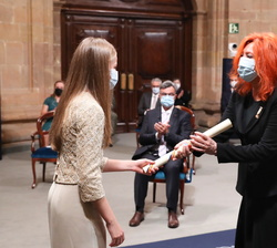 Su Alteza Real la Princesa de Asturias entrega el Galardon Princesa de Asturias de Comunicación y Humanidades a Cristina Fuentes, directora para Latin
