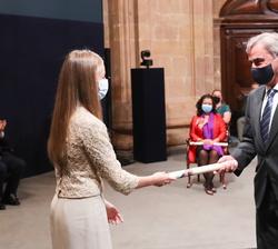 Carlos Sainz, Premio Princesa de Asturias de los Deportes, recoge de Su Alteza Real el Galardón