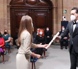 Marco Morricone, hijo de Ennio Morricone recibe de Su Alteza Real, el Premio Princesa de Asturias de las Artes otorgado a su padre recientemente falle