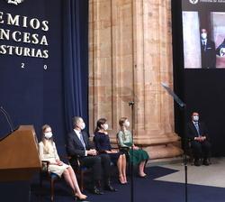 Proyección de la interpretación de de Deborah's Theme de Ennio Morricone, Premio Princesa de Asturias de las Artes, por una orquesta conducida por