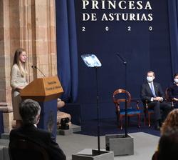 Sus Majestades los Reyes y La Infanta Doña Sofía en el transcurso de la intervención de Su Alteza Real la Princesa de Asturias