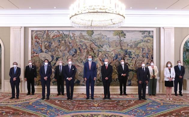 Su Majestad el Rey acompañado de la Junta Directiva de la Unión Interprofesional de la Comunidad de Madrid
